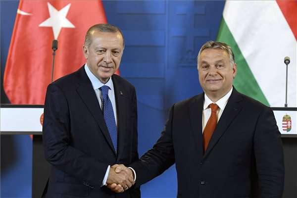 """Trump bunkó (?) volt, Erdogán szemétbe dobta a levelét – mázli, hogy Orbán olyan """"udvarias"""" 1"""