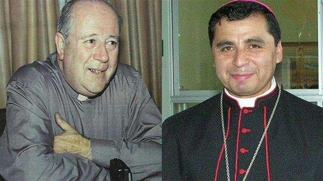 Ferenc pápa kirúgta a két püspököt