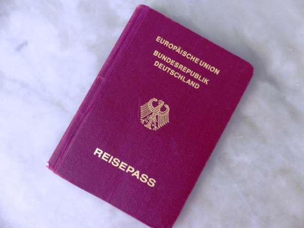 kellenek a német útlevelek
