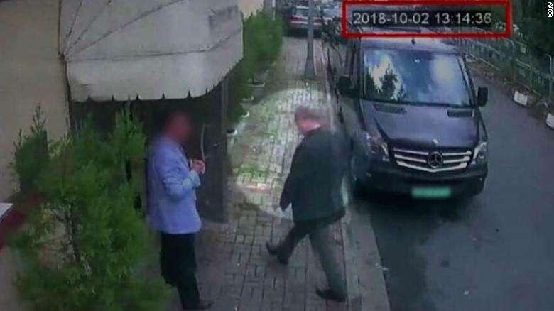 A biztonsági kamera felvételén az újságíró bemegy Szaúd-Arábia konzulátusára