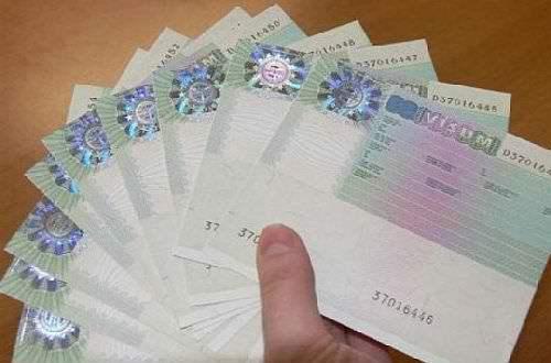 vízumokat osztogattak?