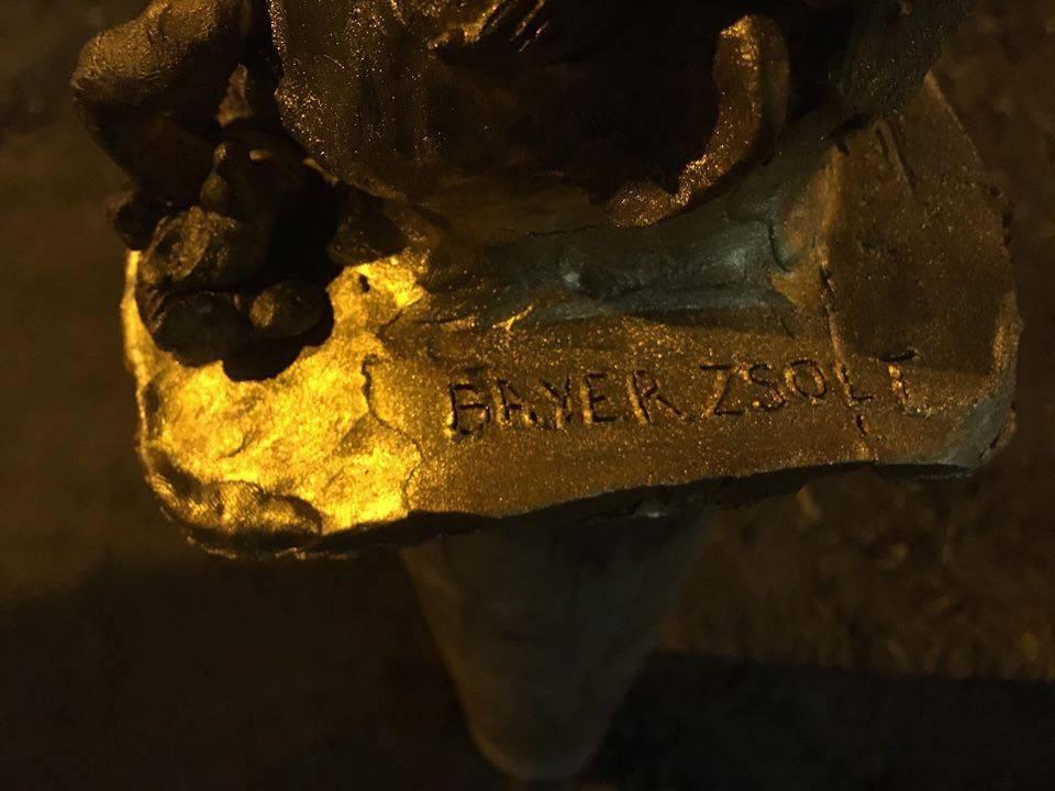 Bronz-Bayer a Lipótvárosban - Szobrot állítottak a lovagkeresztesnek 2
