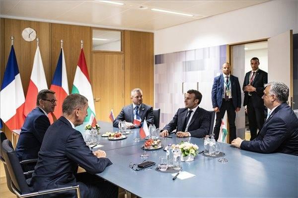 Eu vajúdás, avagy a felfüggesztett csúcs- Orbán Viktor félelemtől szűkölő levelével 1