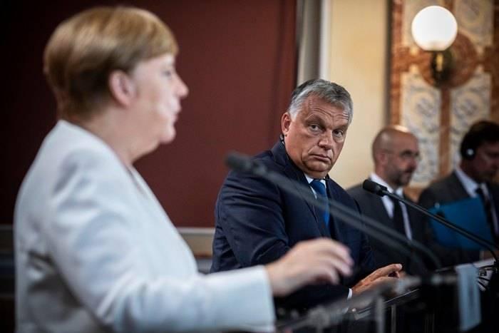 Kormány-hírsumákolás Magyarország szülinapján? Na de fiúk! 2
