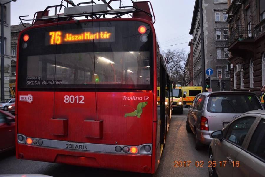 76-os_troli