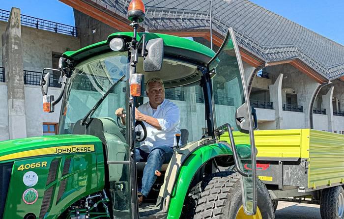 orban-viktor-traktor