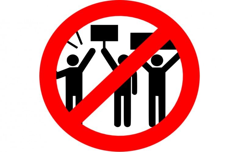 gyülekezés tilos