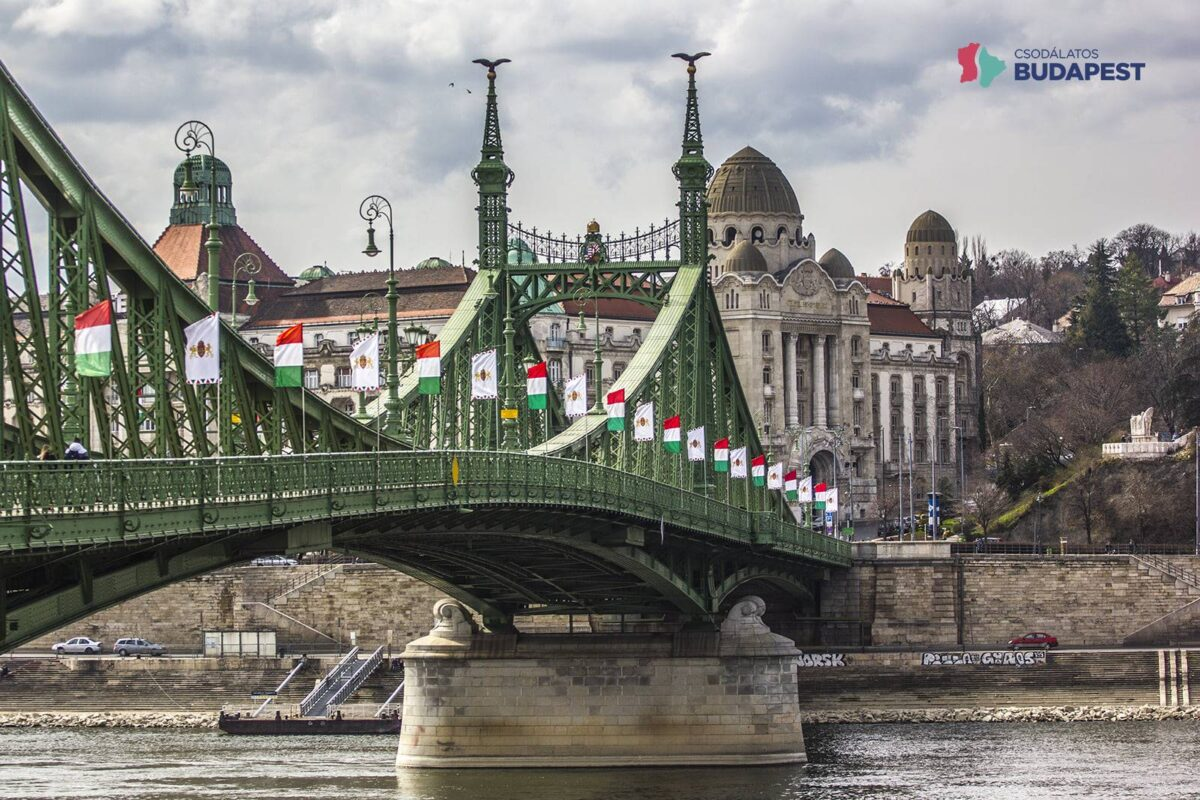 karácsony: kint voltak a zászlók