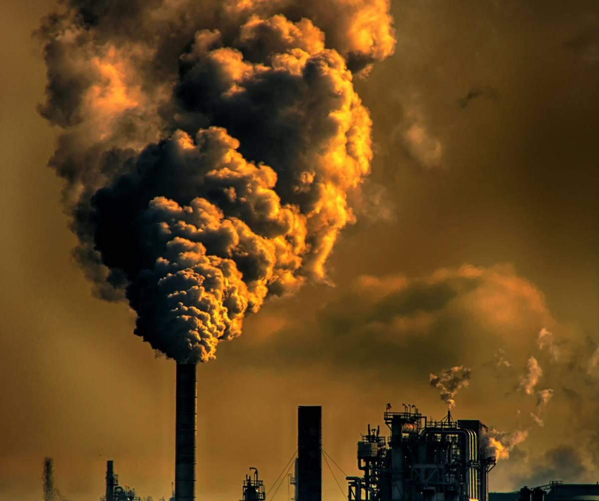 Kína, veszélyes, füstöt okádó kémény