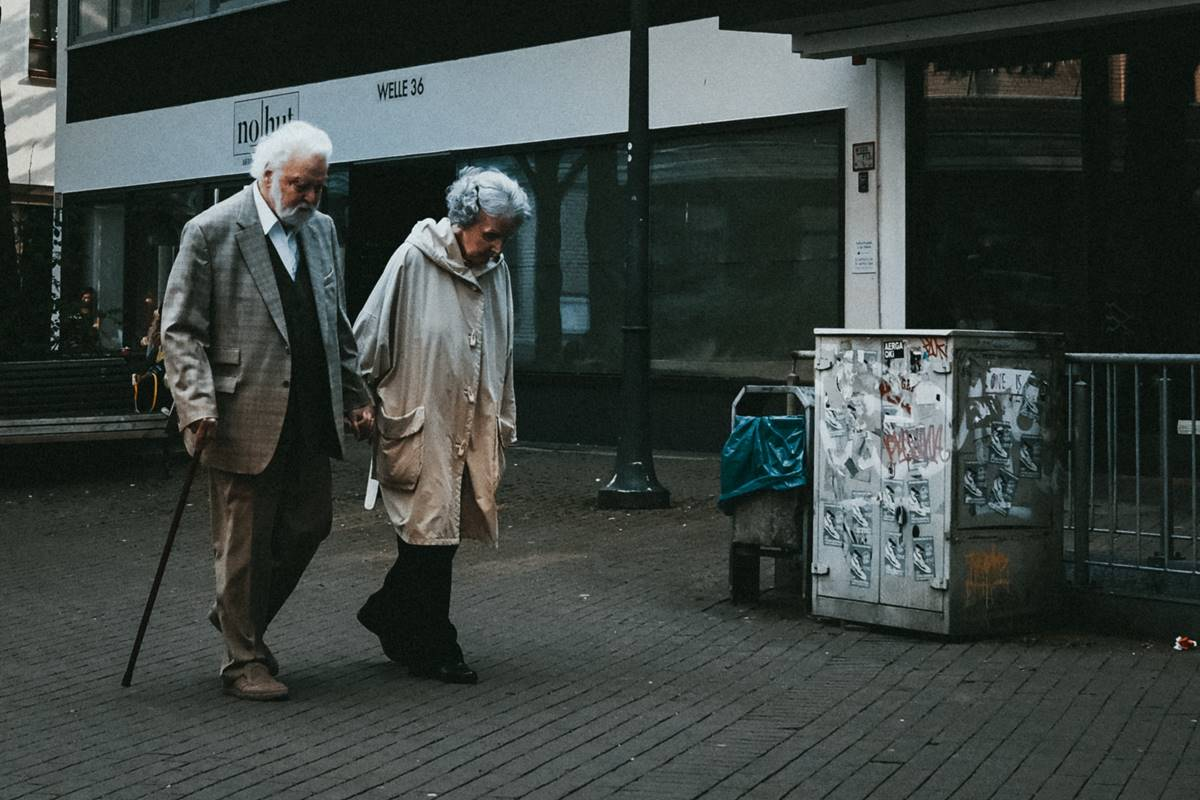 nyugdíj, kevés, idős pár