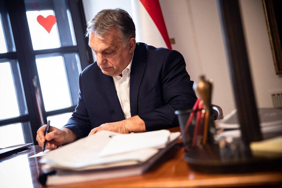 orbán-aláírta