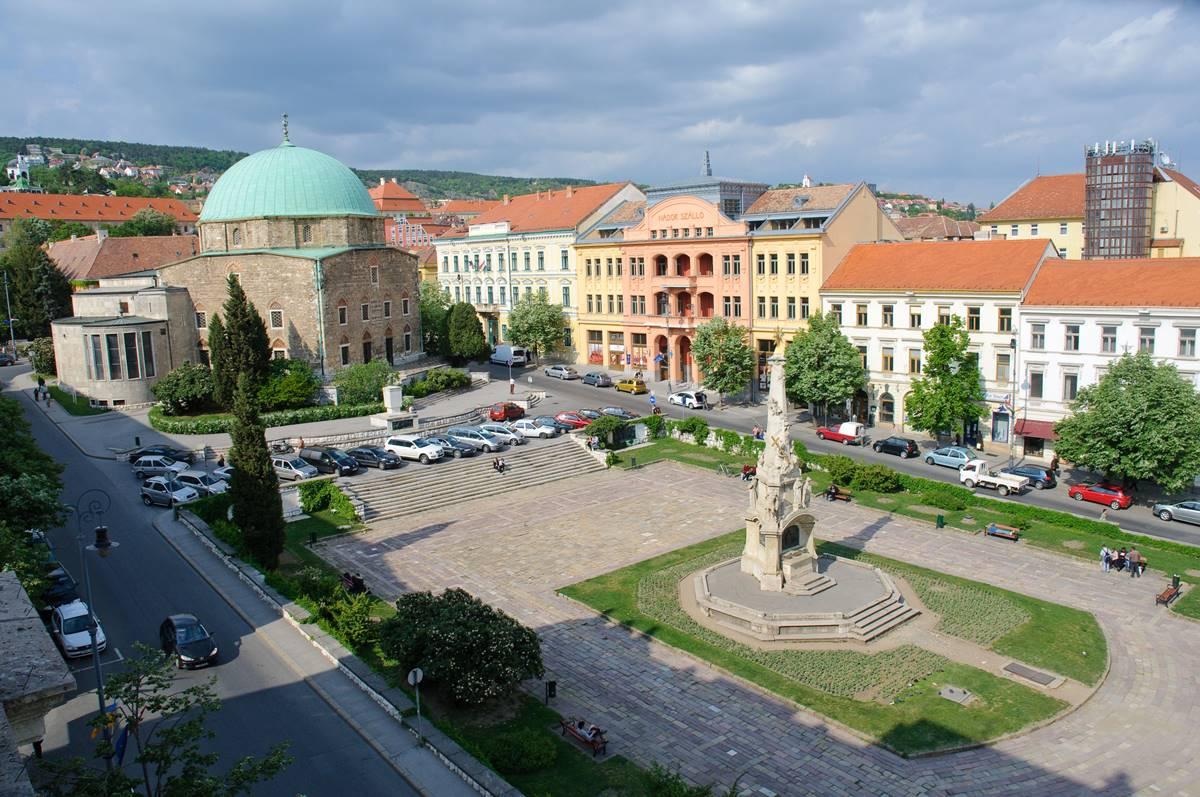 ellenzéki, átvilágítás, Pécs Széchenyi tér