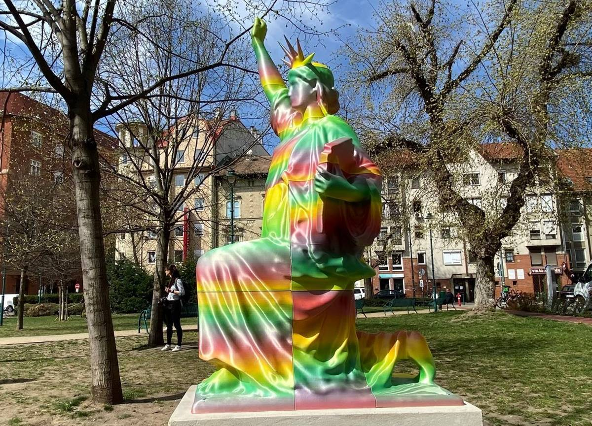 a szobor, amit bayer és a mi hazánk is ledöntene