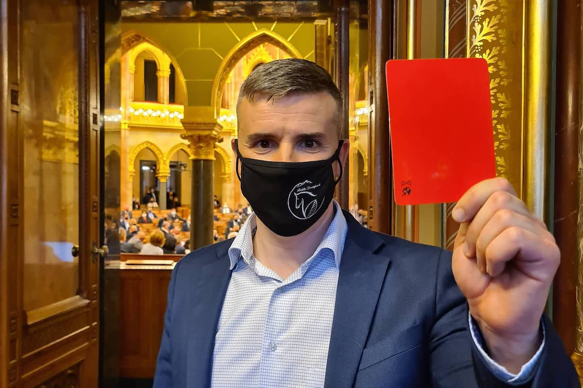 Jakab Péter piros lapot mutatott föl Orbán Viktornak