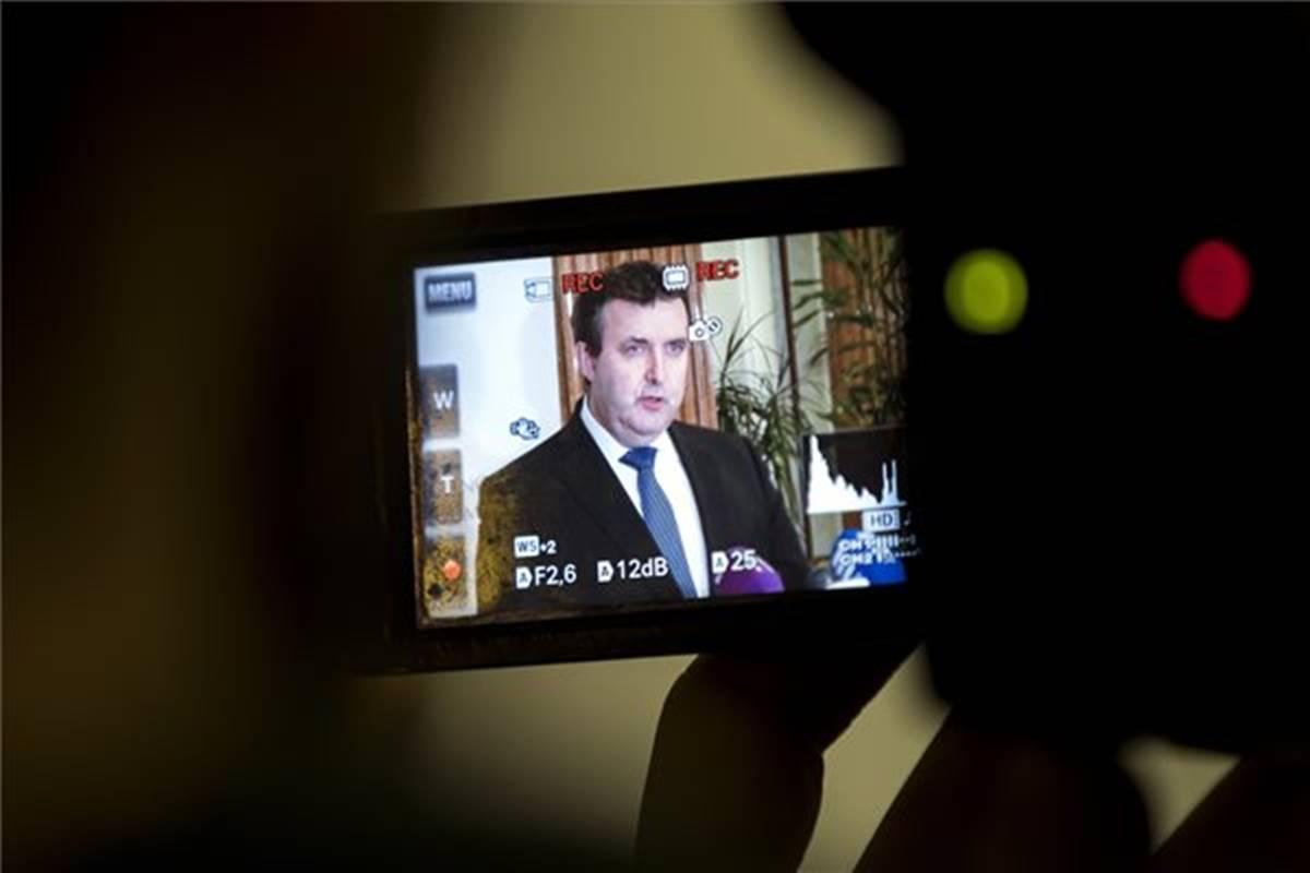nincs szerencséje palkovics miniszterenek