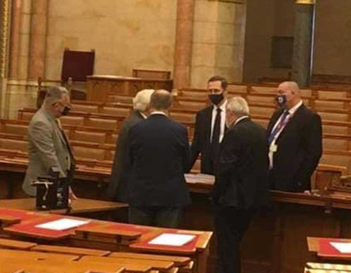 A nap, amikor Németh Szilárd besegít Varga Mihálynak a 2022-es költségvetés kapcsán!