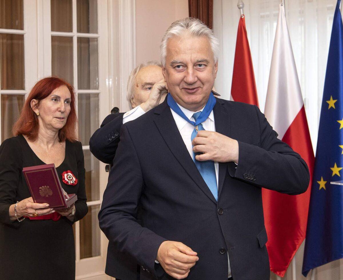 Semjén Zsolt az egyik legkiválóbb magyar politikus - véli a lengyel nagykövet. Parancsnoki keresztet adott át neki