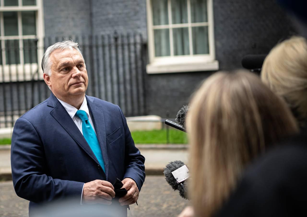 """Orbán ajánlására elmentem ahhoz a bizonyos """"újságos standhoz"""".... - ajánlom minden rajongónak!"""