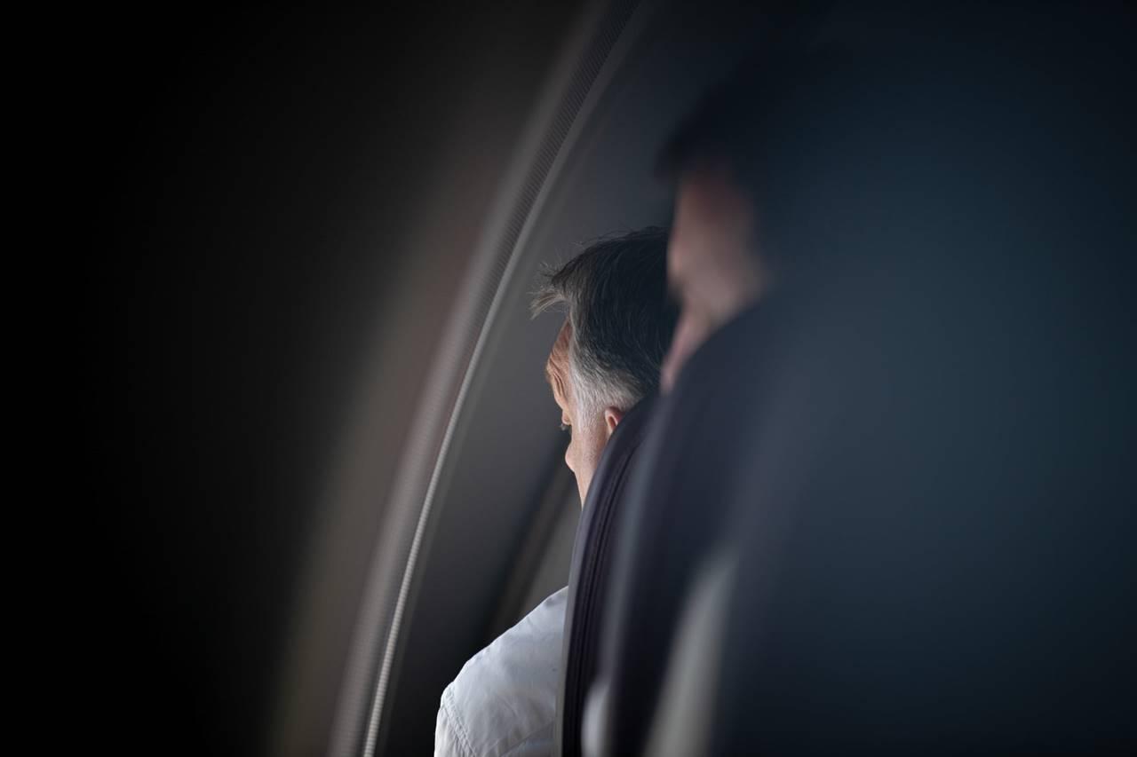 Orbán Viktor landolásközeli állapotban - Várható a dicshimnusz: újra győzőtt nekünk egyet!