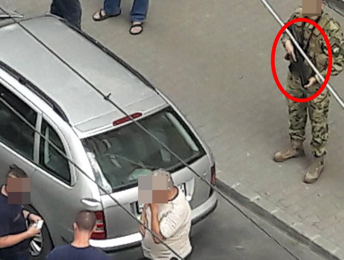 Gépfegyveres katona + 2 pisztollyal felfegyverzett rendőr kell egy közúti igazoltatáshoz? - Helyszín: Budapest, Xlll. kerülete; idő: 2021. 06.30.