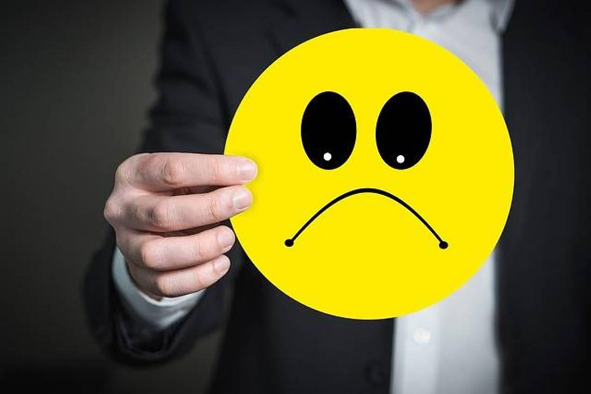 Nyakunkon a gagyi dömping - népszavazási plakáterdő mérges emojikkal