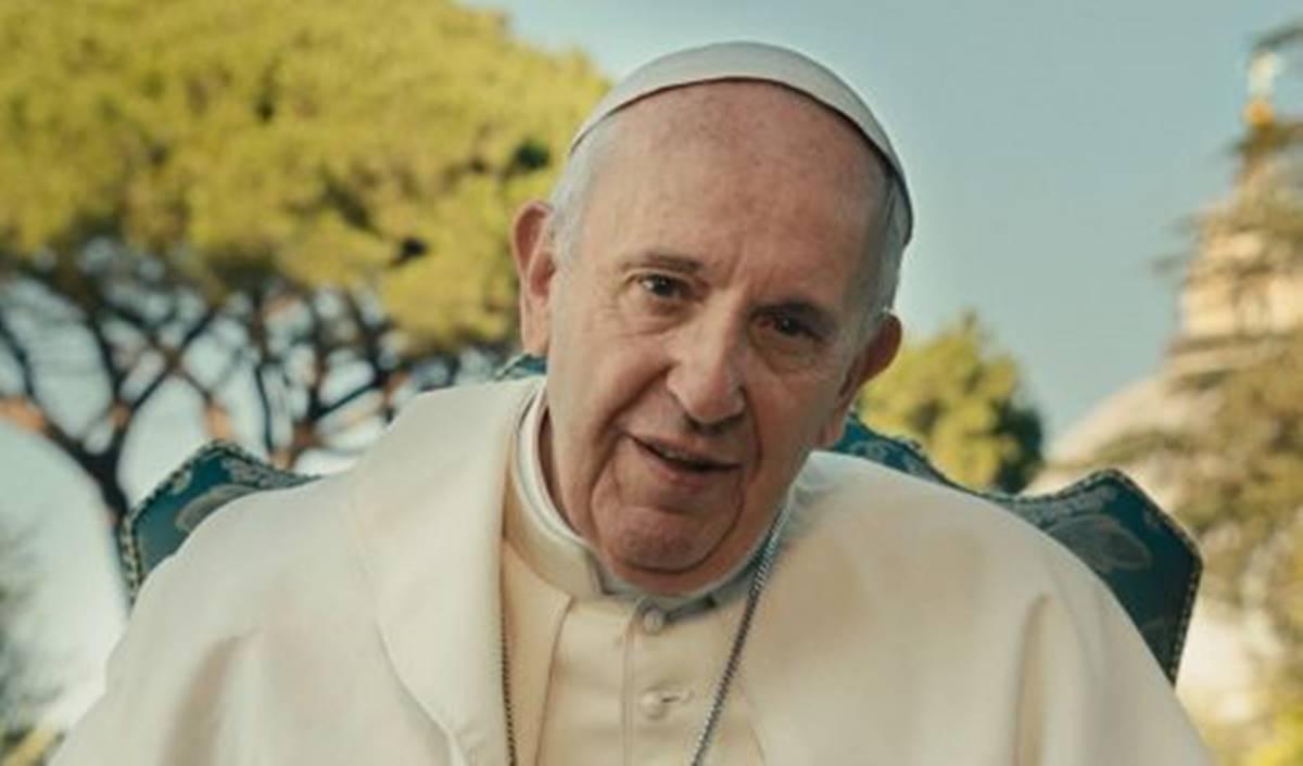 Ferenc pápa túl van a műtéten!
