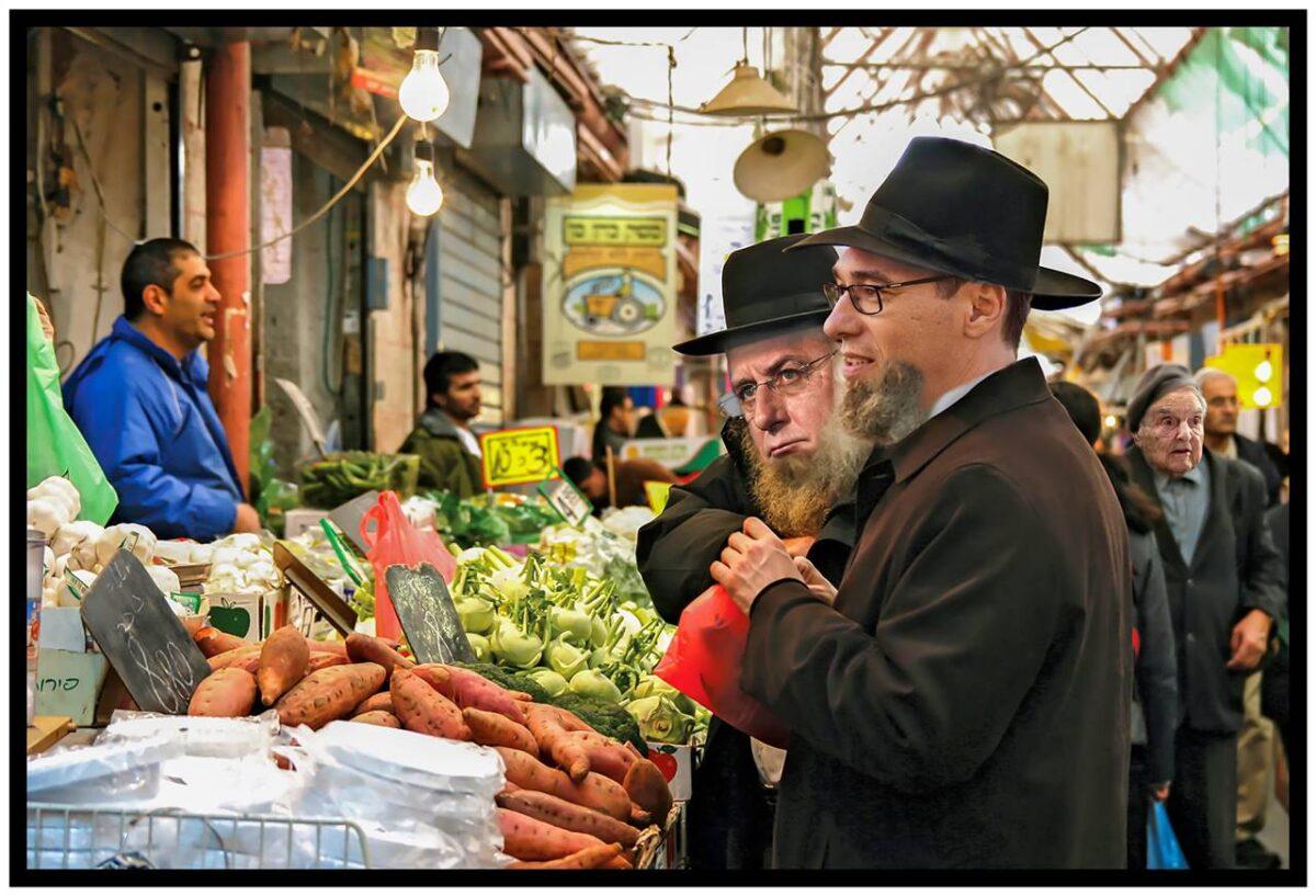 Szenzációs fotó járta be a világsajtót: az álruhás Gyurcsány, Karácsony és Soros Pegasust vásárol a jeruzsálemi piacon - Cseri László szerint a világ Orbániában