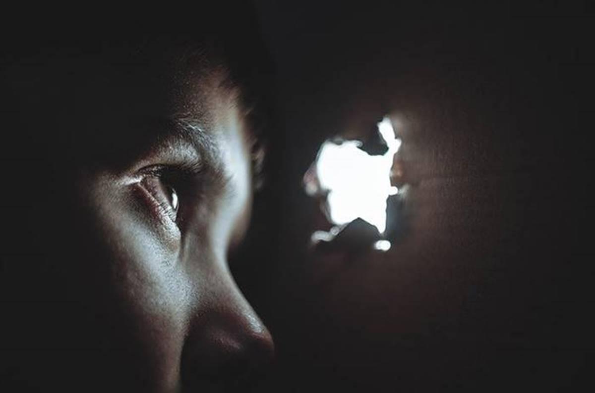 Apja, bátyja és az apa rokona is megerőszakolt egy kislányt – Büntetésük súlyosbítása várható!