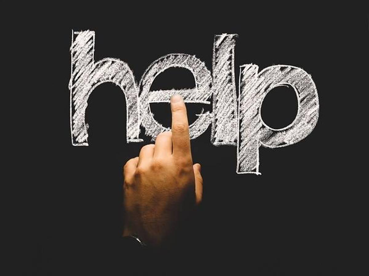 Ha ilyet lát, segítsen! Néma segélykérő kézmozdulatot honosít meg a rendőrség