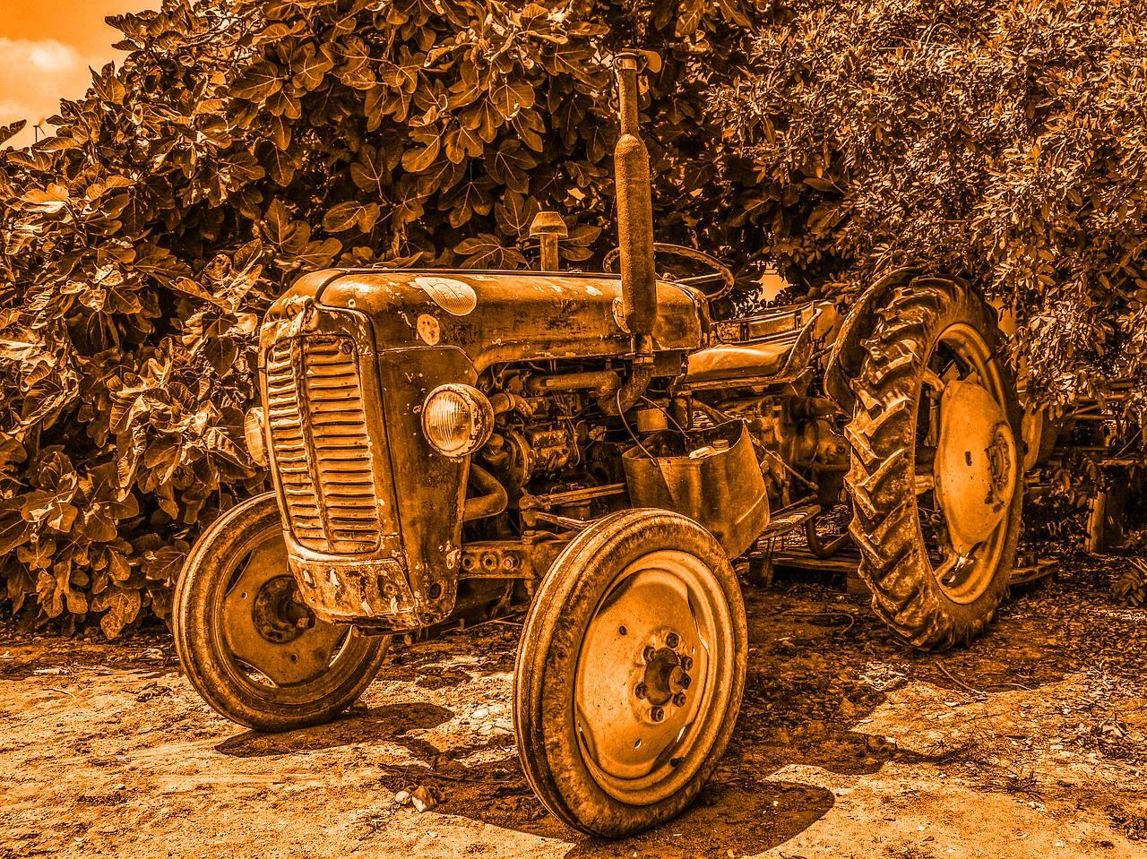 Nálunk még a traktor is nemzeti és véleménye van, amit nem fél használni! - Jakab Péter esete a dózerral.....