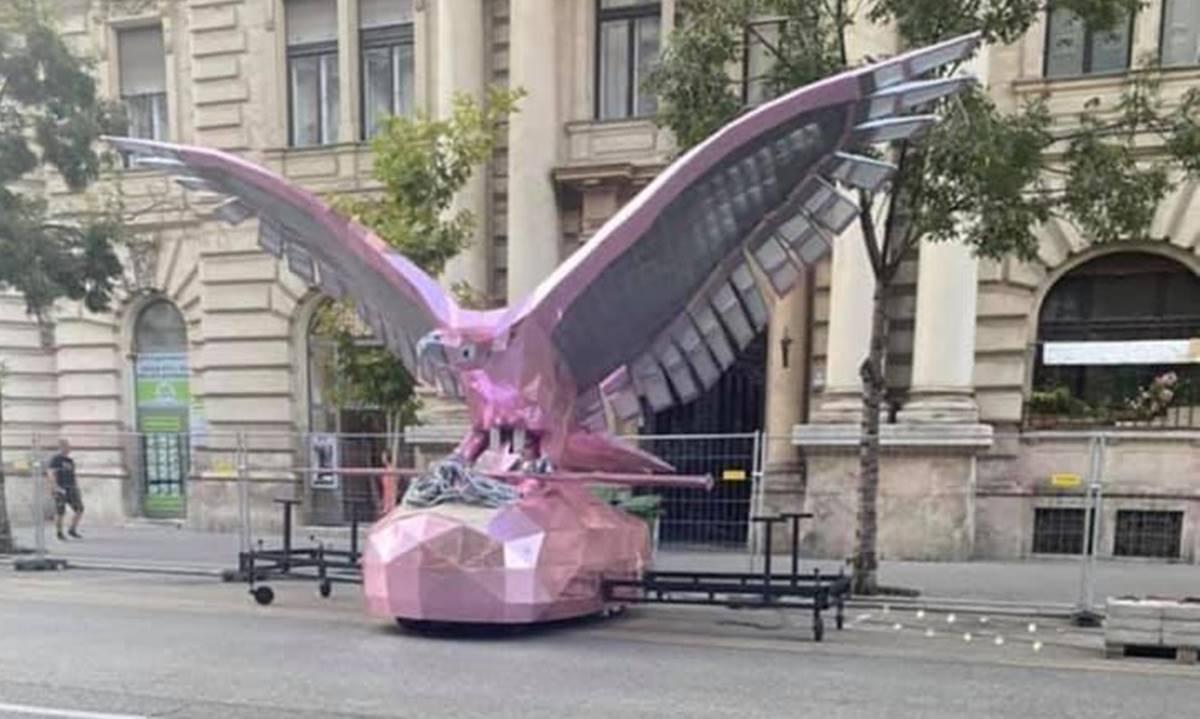 """Hummer-repülő turul kombó - világszám! Magenta turullal és csodaszarvasnak álcázott új harci járművel (NER Hummer) """"támad"""" a kormány"""
