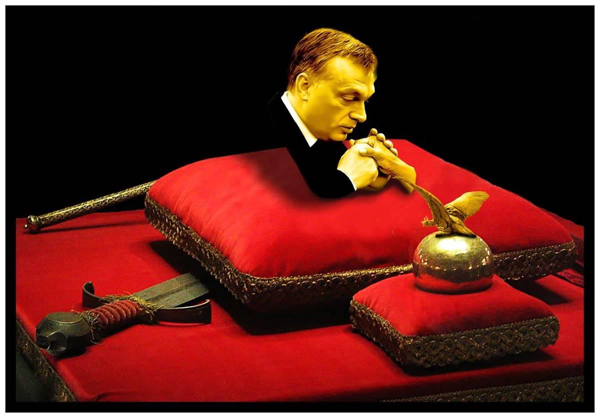 """A Parlamentben állították ki az """"Orbán Viktor saját Szent Jobbját csókolja"""" című aranyozott bronz alkotást - Cseri László szerint a világ Orbániában"""
