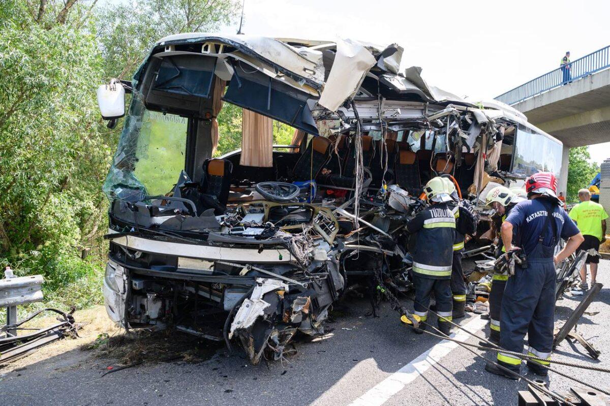 Újabb részletek a tragédiáról! Nem tudják azonosítani a buszbaleset áldozatait