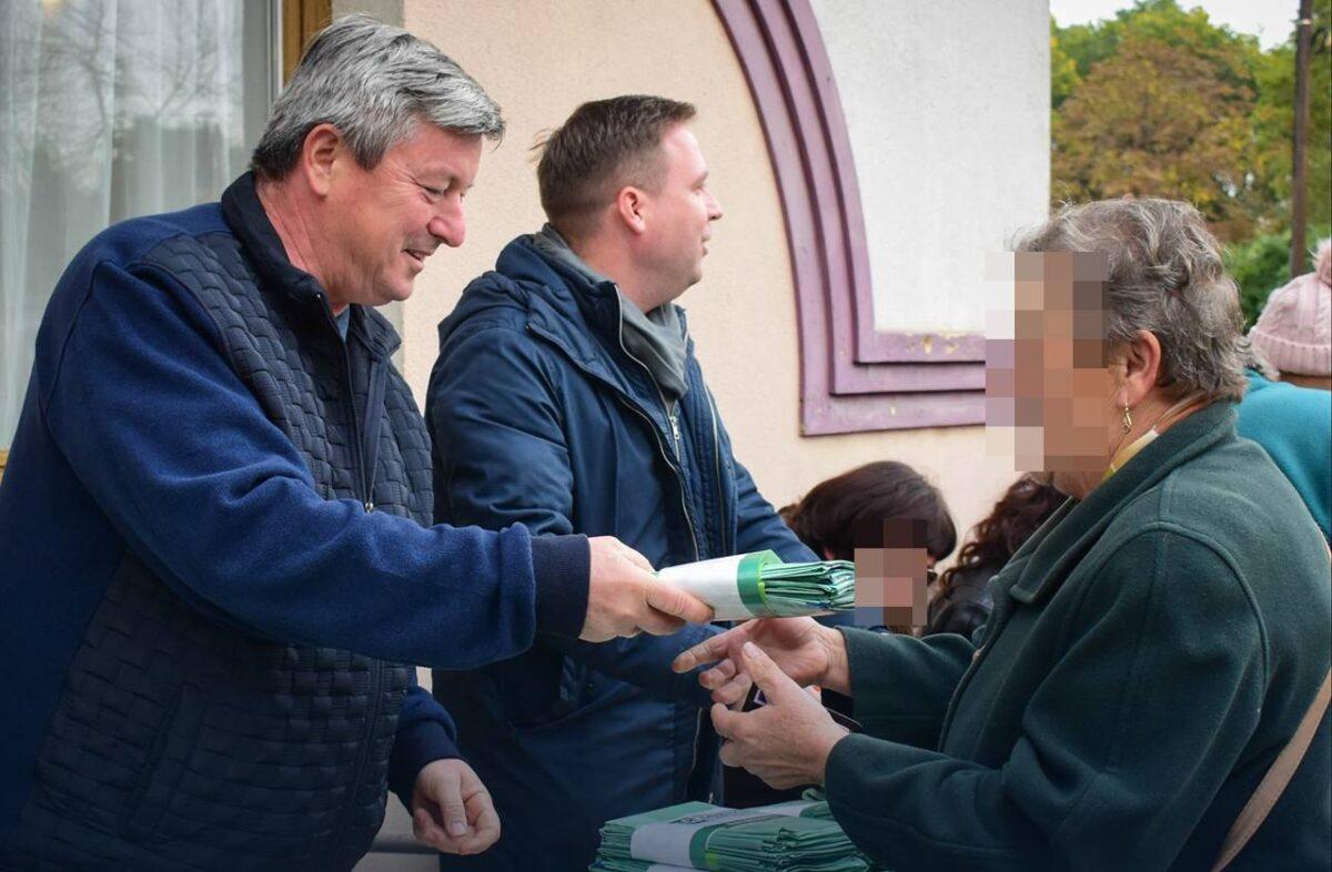 A lombgyűjtő zsák az új krumpli! - A Fidesz megérezte az idők szavát, a nép pedig viszi, mint a cukrot!
